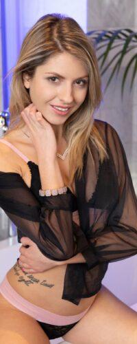 Rebecca Volpetti6